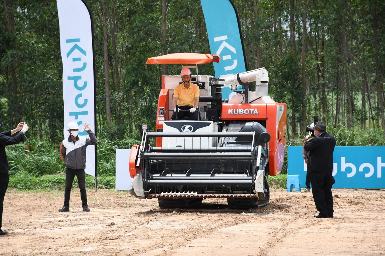 กระทรวงแรงงาน จับมือสยามคูโบต้า ลงนามบันทึกข้อตกลงความร่วมมือ (MOU) พัฒนานักขับด้านการเกษตร ณ คูโบต้าฟาร์ม จ.ชลบุรี